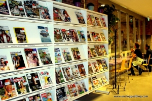 Check out Dutch magazines at a cozy library in De Hallen.